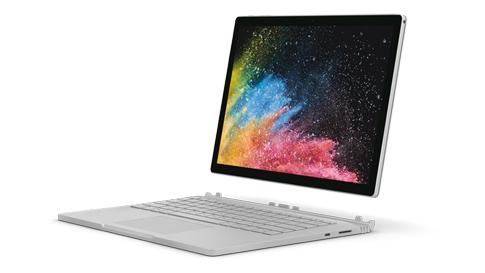 笔记本模式的 Surface Book 2。