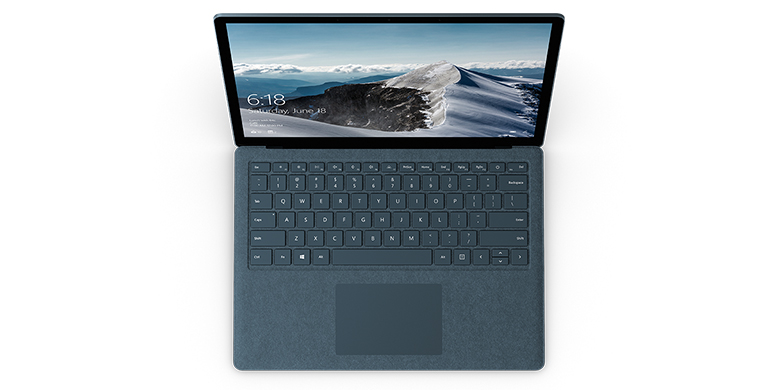 钴蓝色 Surface Laptop 电脑的俯视图