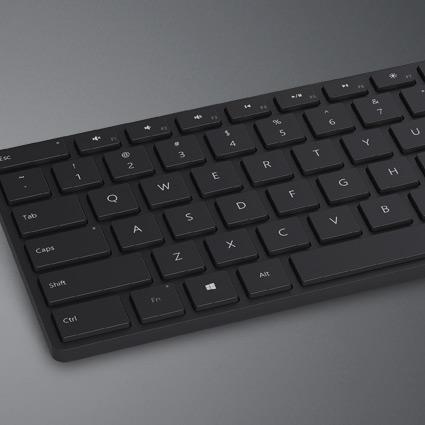 Microsoft 藍牙鍵盤平放,展示按鍵