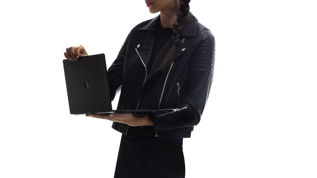 全新的 Surface Laptop 2