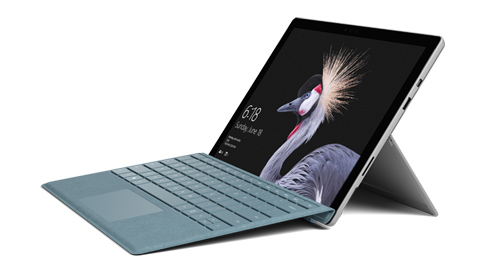 Surface Pro 手提電腦與實體鍵盤保護蓋。