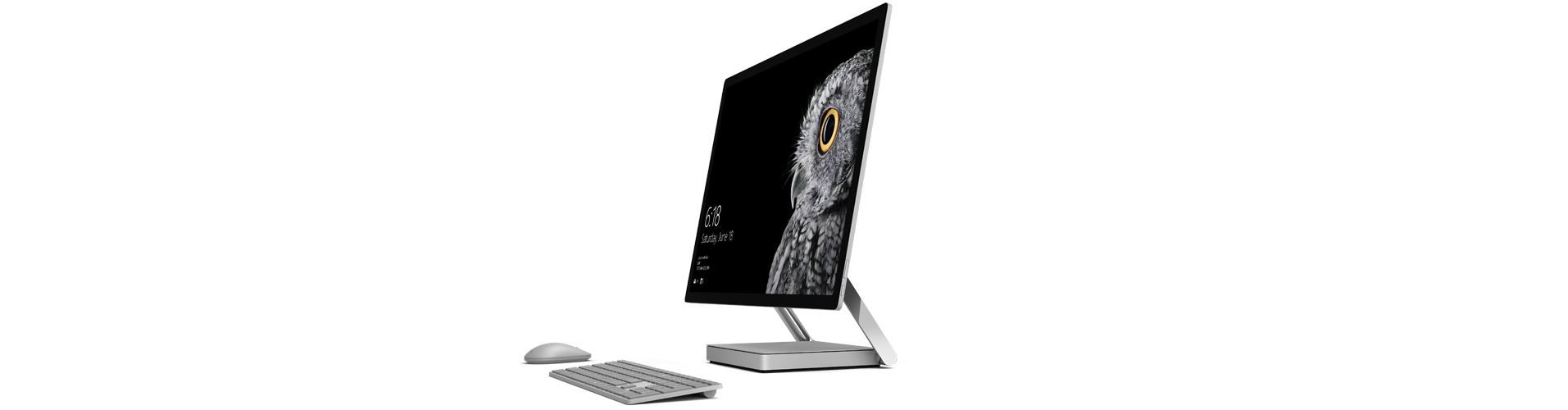 Surface Studio 處於直立模式,還有 Surface 滑鼠和鍵盤。