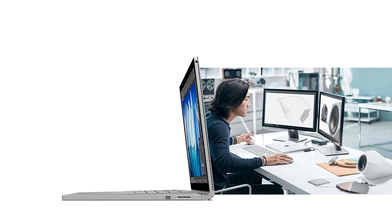 年青男士使用 Surface Book 連 Surface Dial 進行設計工作。