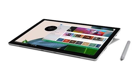 SketchBook 應用程式顯示在採用工作室模式的 Surface Pro 螢幕上,以及 Surface 手寫筆。